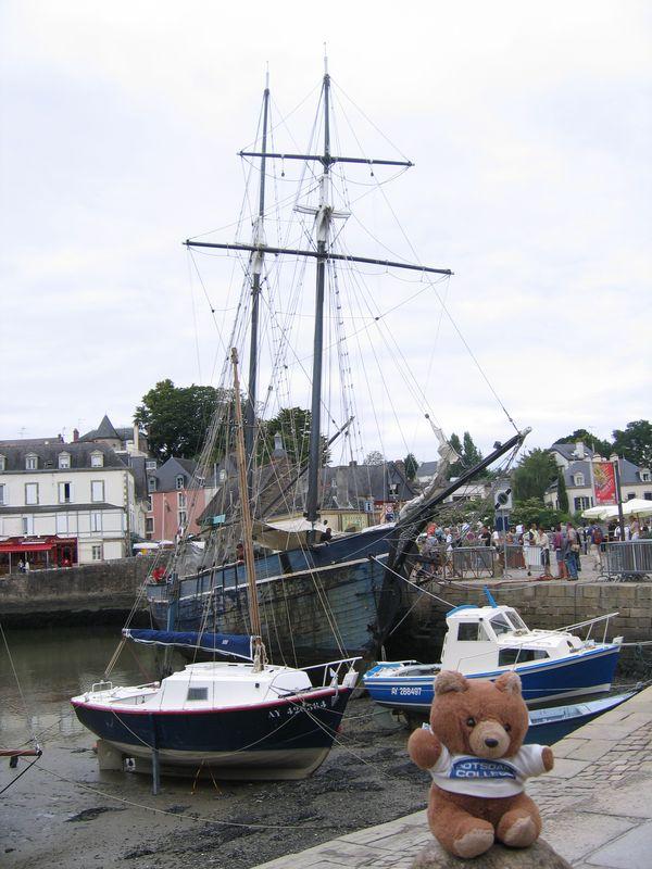 Hannawa en Bretagne dans un port