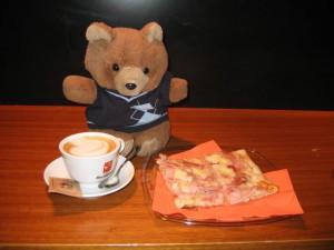 Hannawa, son cappuccino et sa pizza